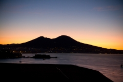 Sonnenaufgang überm Vesuv vom Bett